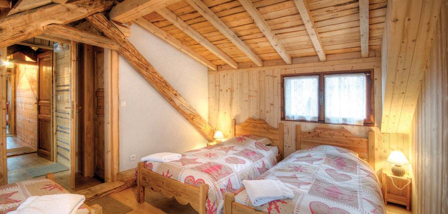 France_Alpe-dHuez_Chalet_Pregentil_twin_room.jpg